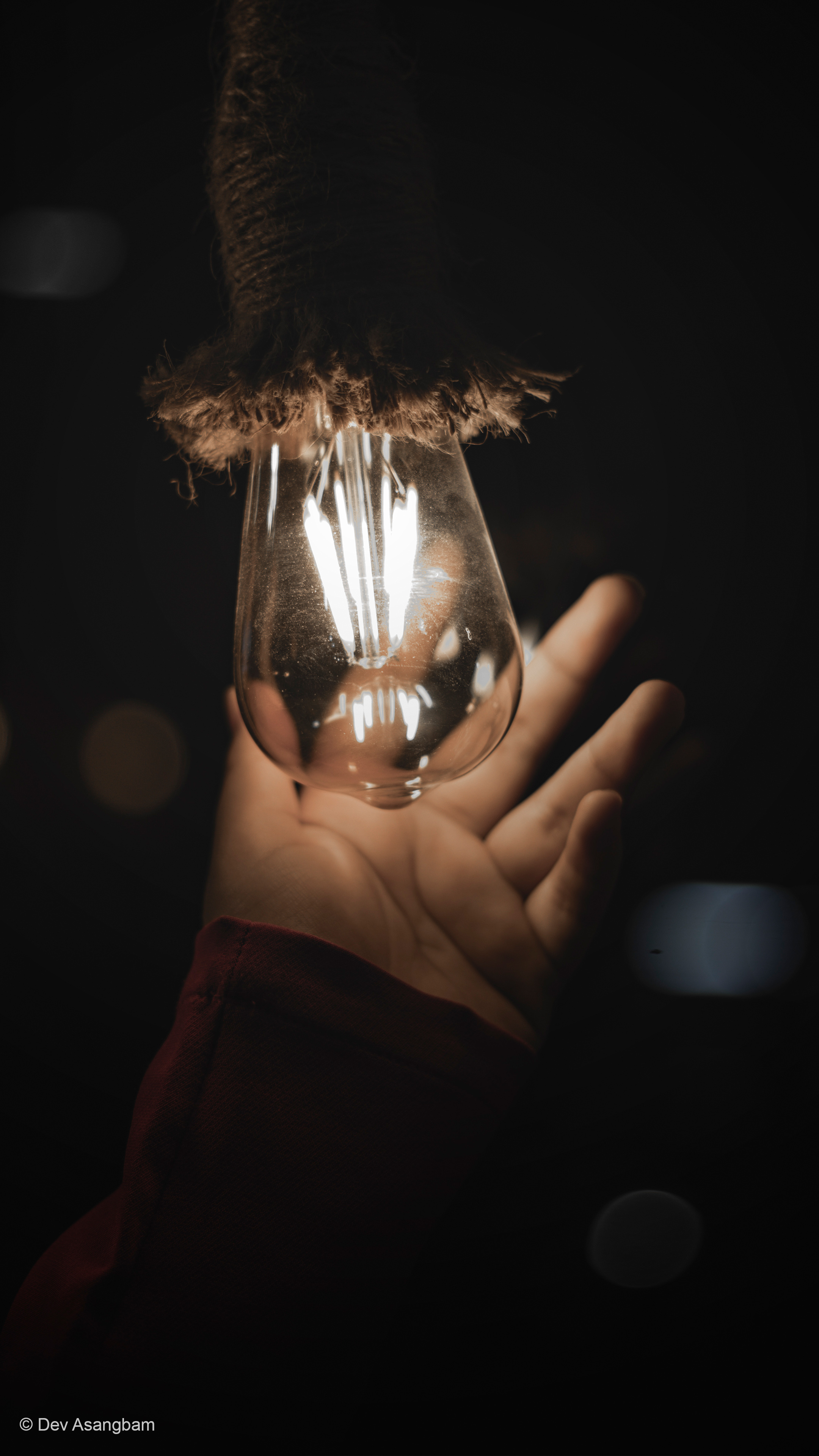 Girl Hand Light Bulb Photography Free 4k Ultra Hd Mobile Wallpaper