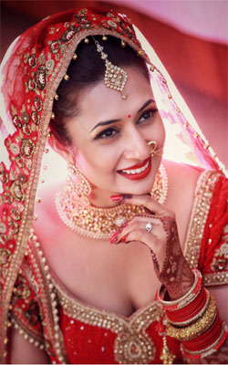Divyanka Tripathi In Wedding Dress Mobile Wallpaper Preview