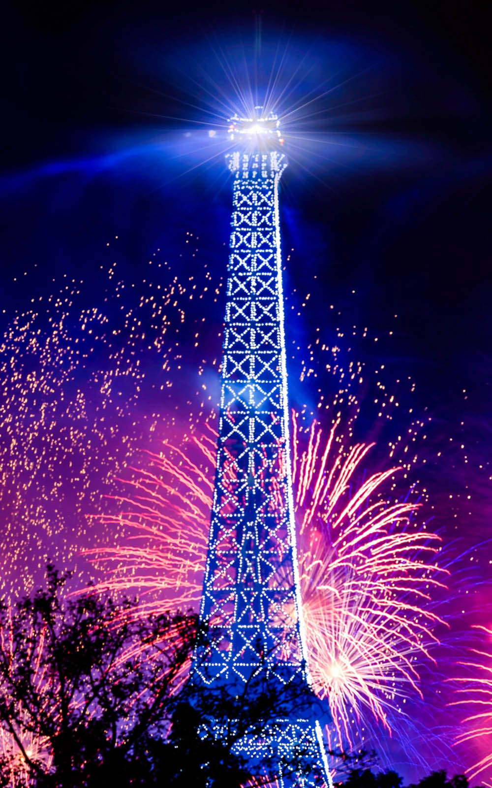 Download Eiffel Tower Holiday Fireworks Free Pure 4k Ultra