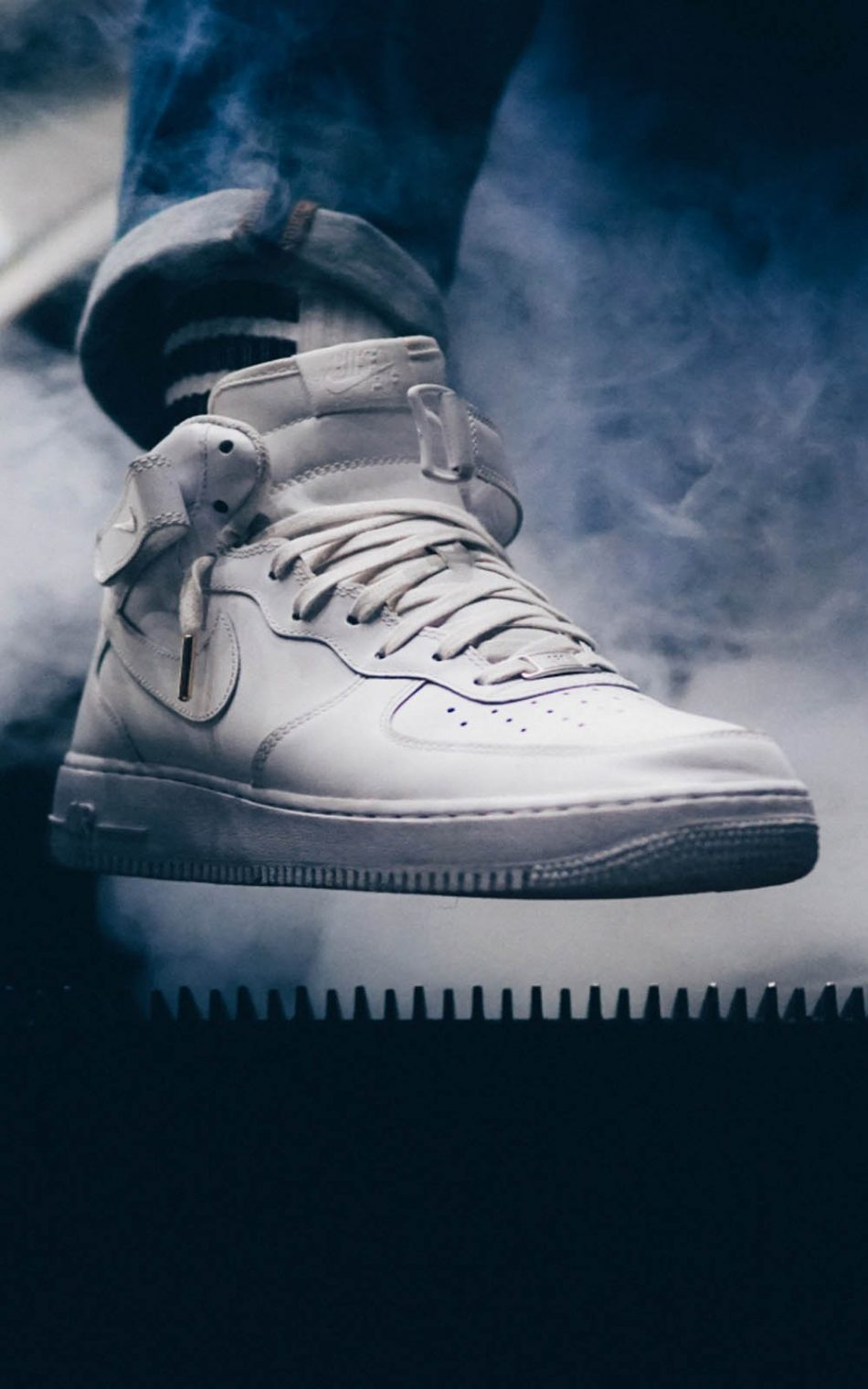 White Sneaker 4k Ultra Hd Mobile Wallpaper
