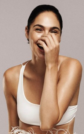 Gal Gadot Sweet Laugh HD Mobile Wallpaper