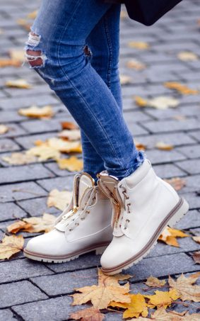 Girl Jeans Shoes Autumn HD Mobile Wallpaper