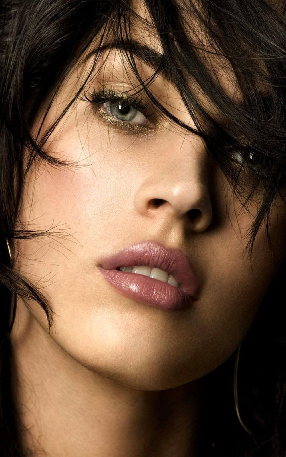 Megan Fox Close Photo Click Free 4K Ultra HD Mobile Wallpaper
