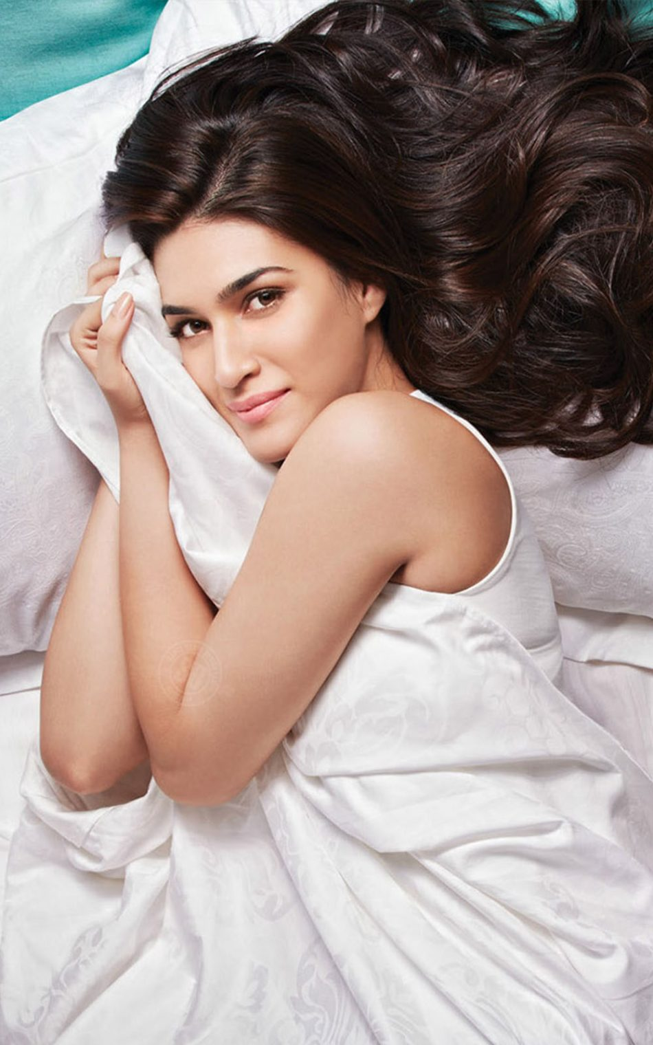 Kriti Sanon 2018 HD Mobile Wallpaper