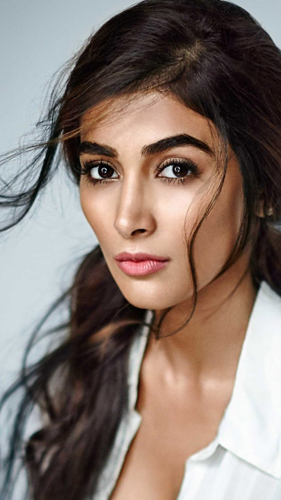 Pooja Hegde high resolution image