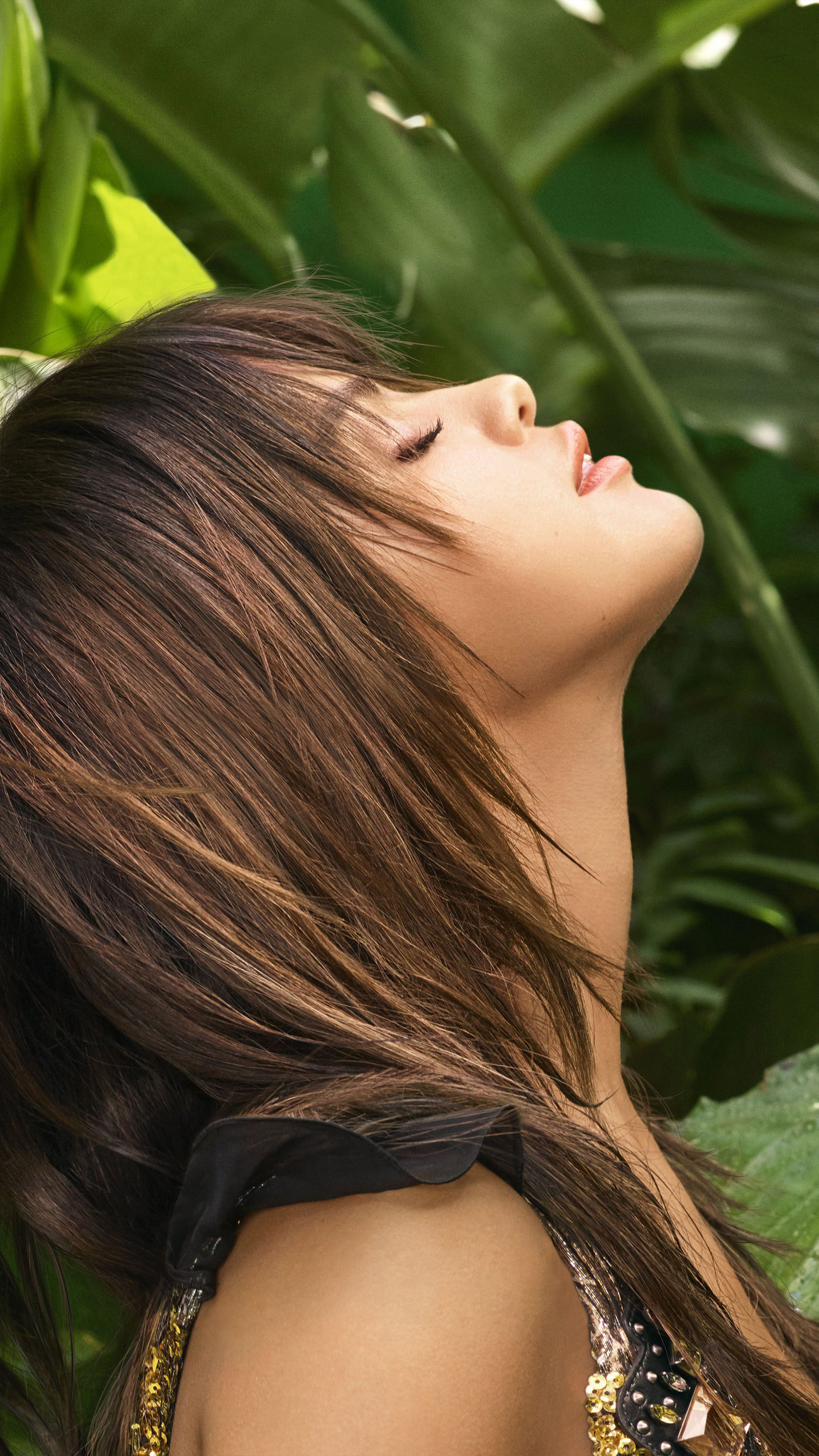 Download Selena Gomez Elle 2018 Leaves Background Free