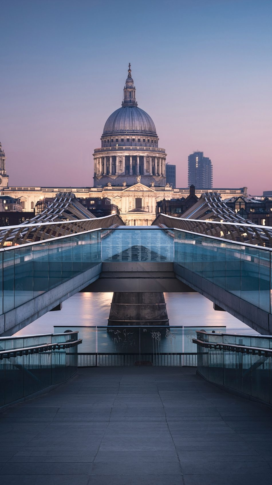 St Paul's Cathedral Millennium Bridge 4K Ultra HD Mobile Wallpaper