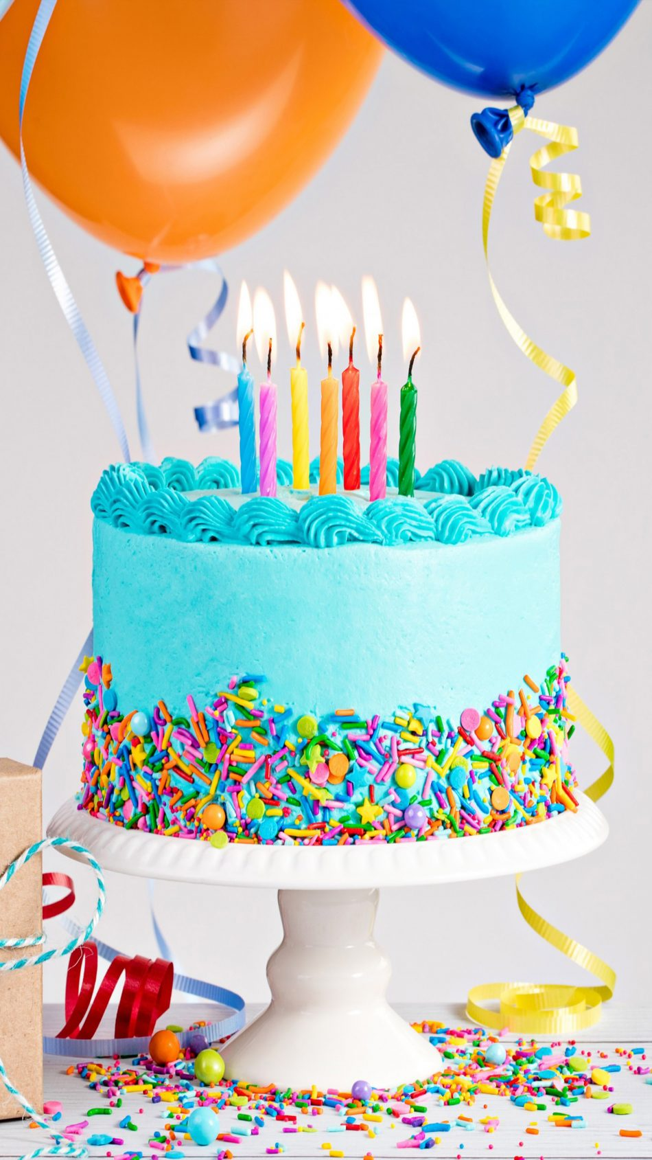 Birthday Cake Balloon Gift 4K Ultra HD Mobile Wallpaper