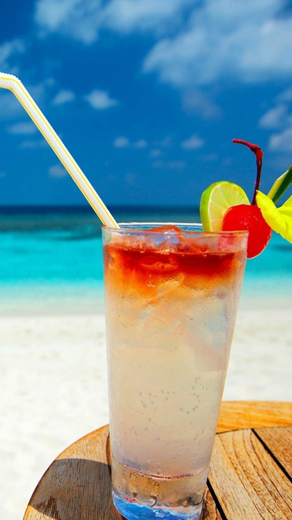 Cocktail Beach 4K Ultra HD Mobile Wallpaper