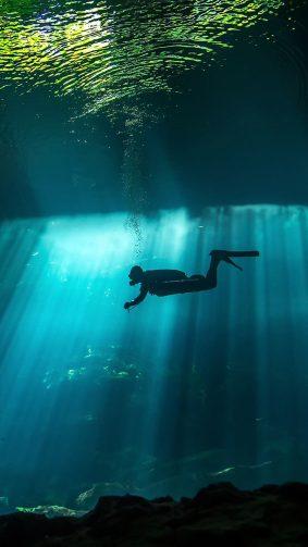 Diver Underwater Sunbeam 4K Ultra HD Mobile Wallpaper