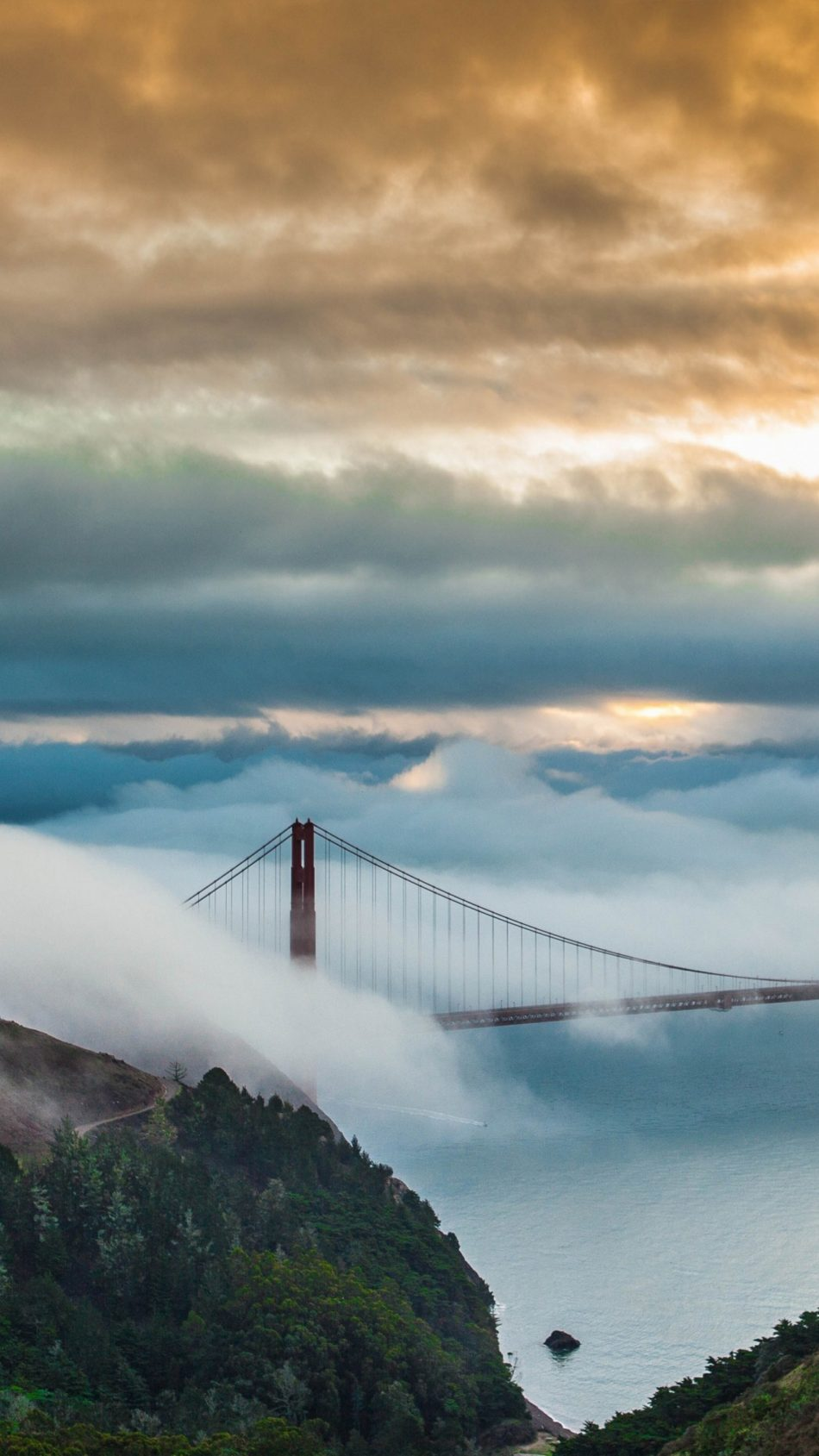 Golden Gate Bridge San Francisco Fog Morning 4K Ultra HD Mobile Wallpaper