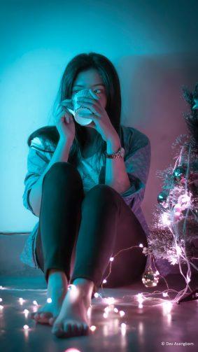 Cute Girl Coffee Lights Christmas Tree Photography 4K Ultra HD Mobile Wallpaper