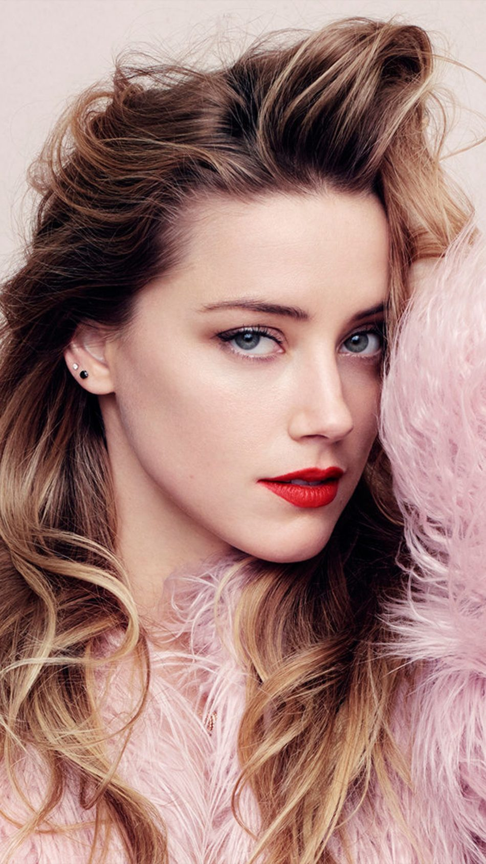 Gorgeous Amber Heard 4K Ultra HD Mobile Wallpaper