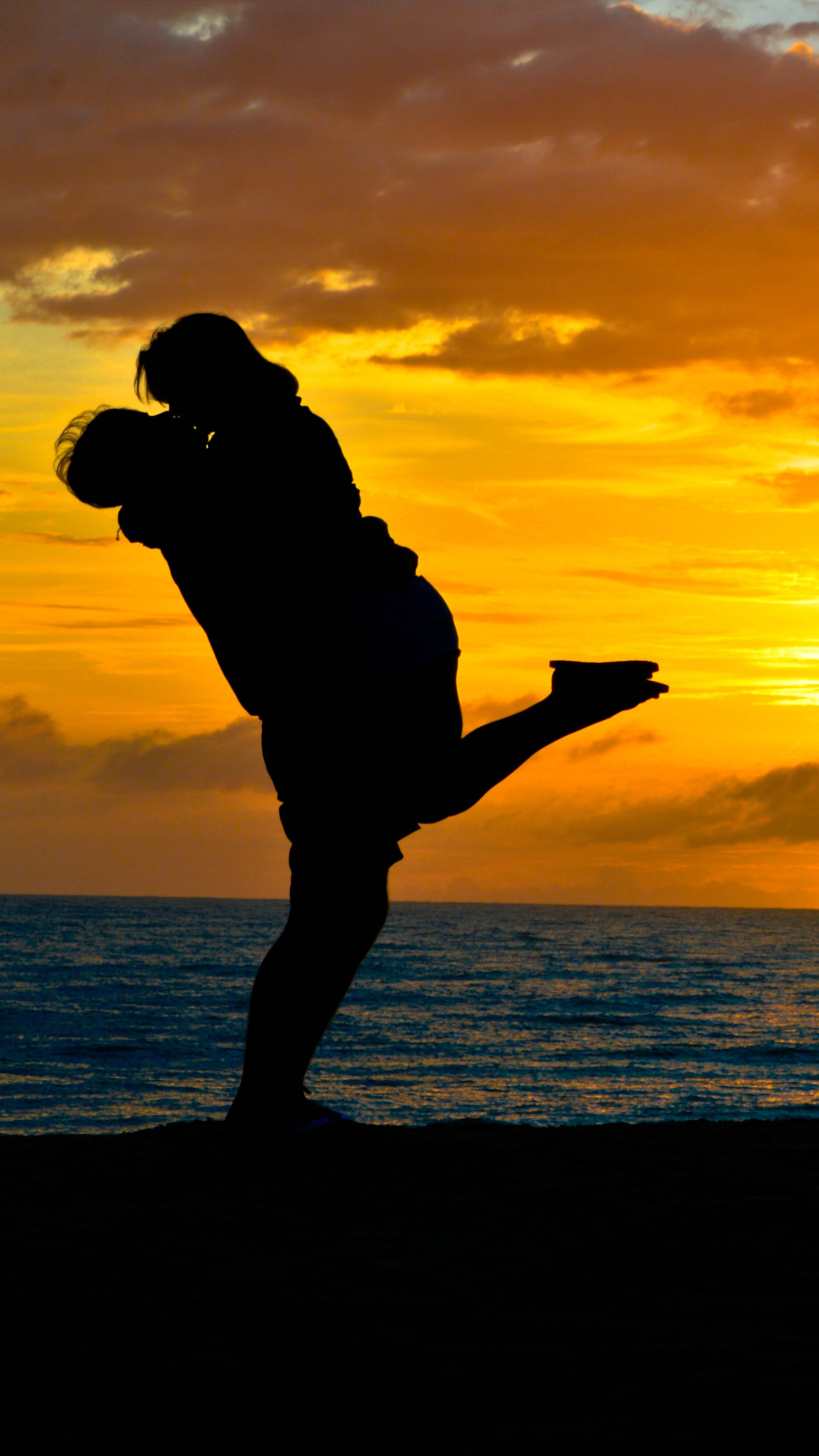 Download Couple Romantic Kiss Sea Sunset Silhouette Free Pure 4K Ultra HD Mobile Wallpaper