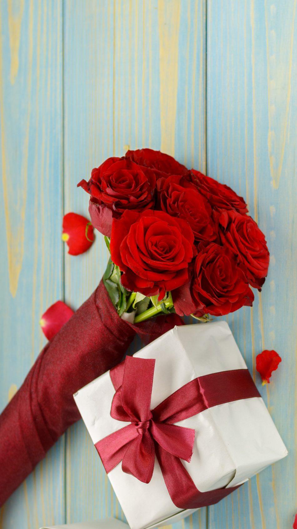 Valentine's Day Gift & Flower 4K Ultra HD Mobile Wallpaper
