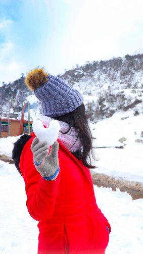 Girl Snow Heart 4K Ultra HD Mobile Wallpaper