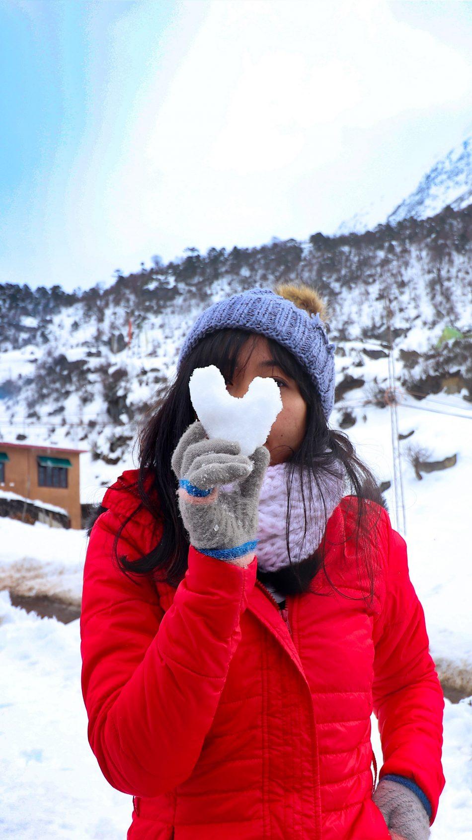 Snow Heart Girl Winter Photography 4K Ultra HD Mobile Wallpaper