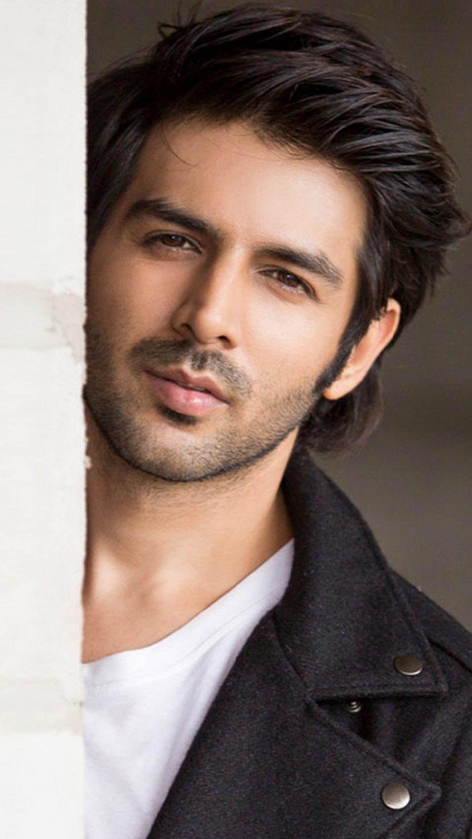Indian Actor Kartik Aaryan 4K Ultra HD Mobile Wallpaper