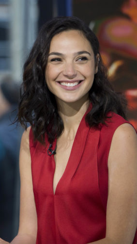 Actress Gal Gadot Smile 4K Ultra HD Mobile Wallpaper