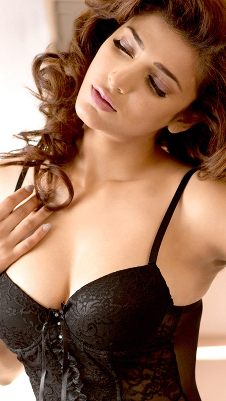 Beautiful Actress Shruti Hassan 4K Ultra HD Mobile Wallpaper