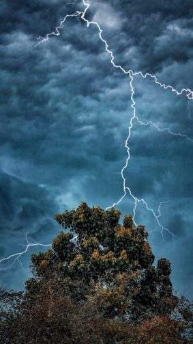 Extreme Weather Dark Clouds Lightning 4K Ultra HD Mobile Wallpaper
