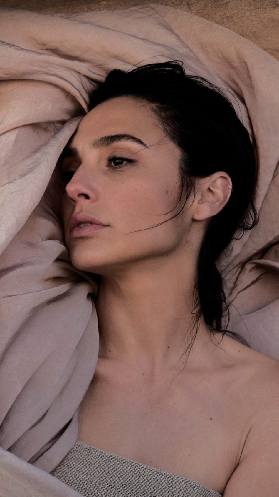 Gal Gadot Vogue 2020 Photoshoot 4K Ultra HD Mobile Wallpaper