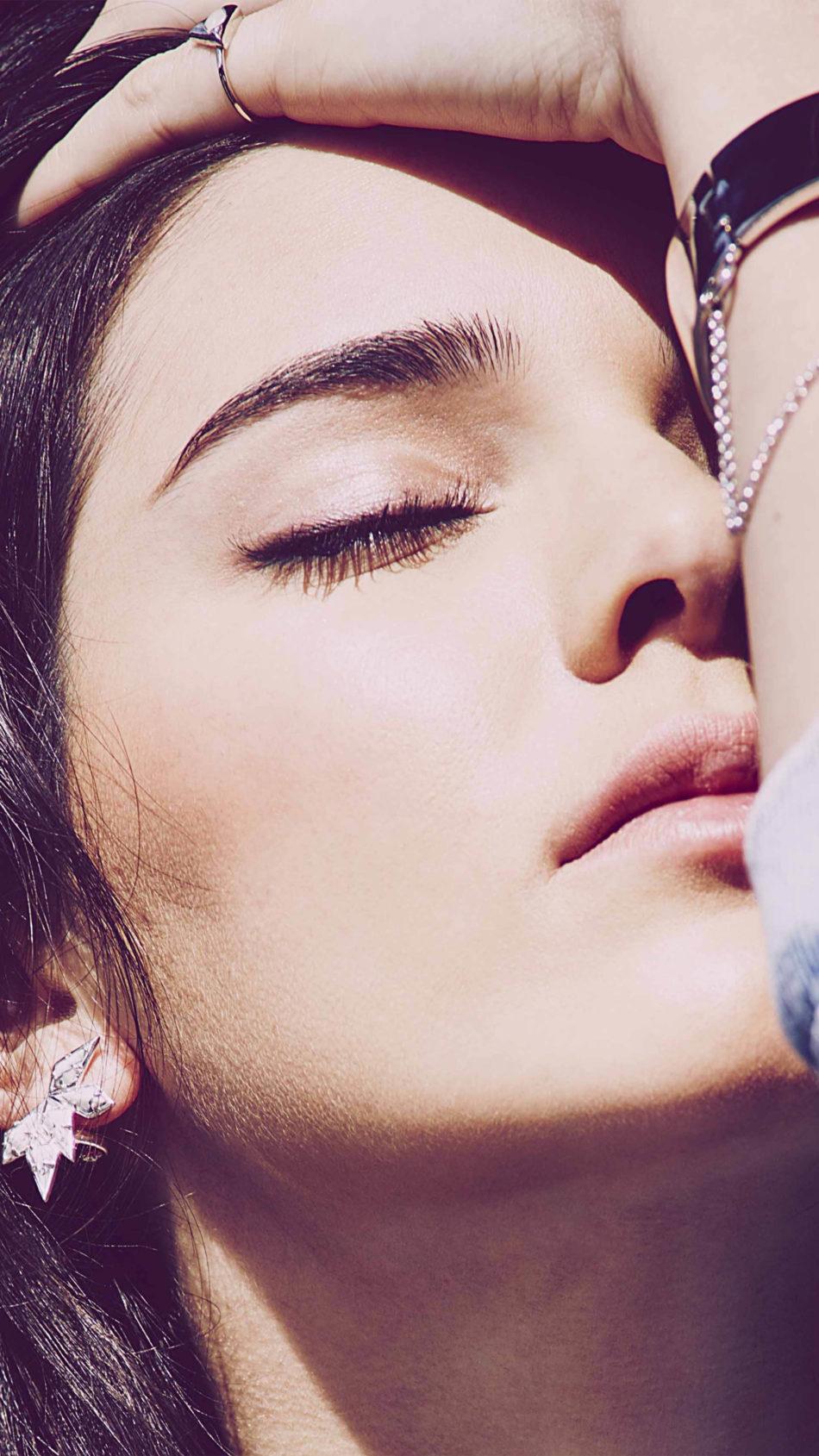 Kendall Jenner Close Up Face Sunlight 4K Ultra HD Mobile Wallpaper