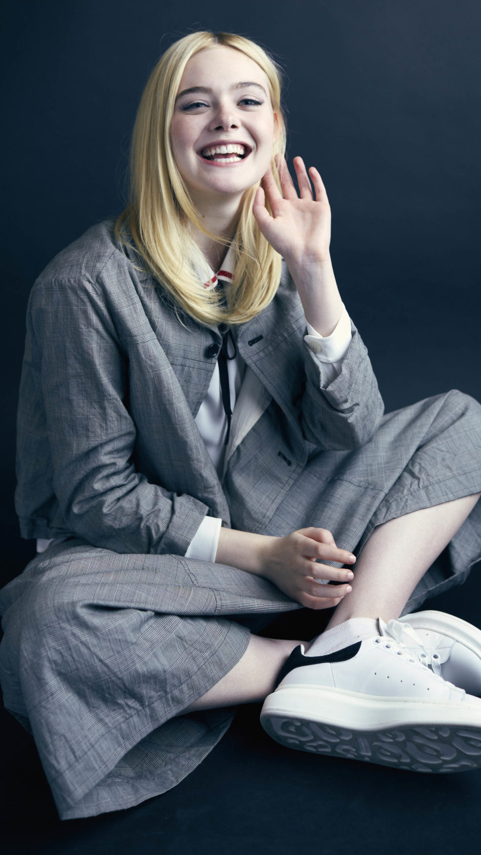 Elle Fanning Cute Smile 4K Ultra HD Mobile Wallpaper