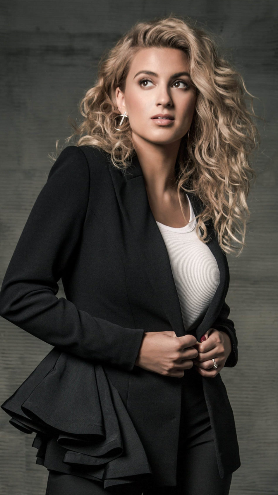 Singer Tori Kelly 4K Ultra HD Mobile Wallpaper