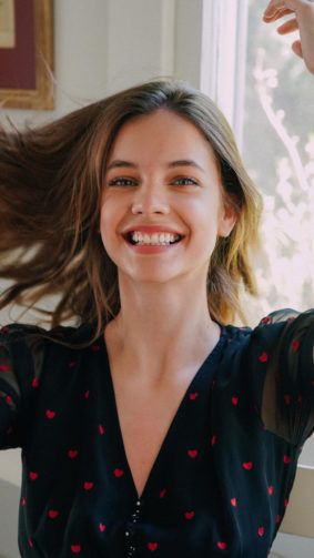 Barbara Palvin Cute Smile 4K Ultra HD Mobile Wallpaper