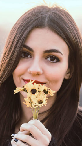 Beautiful Victoria Justice With Flowers 4K Ultra HD Mobile Wallpaper