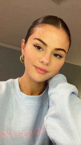 Selena Gomez 2020 Simple Photo Click 4K Ultra HD Mobile Wallpaper