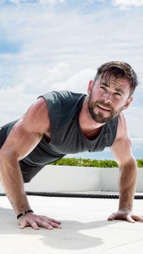 Chris Hemsworth Push-Ups Workout 4K Ultra HD Mobile Wallpaper