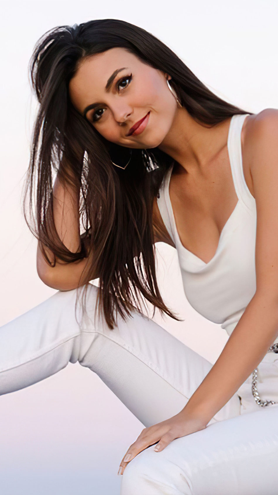 Victoria Justice 2020 White Outfit 4K Ultra HD Mobile Wallpaper