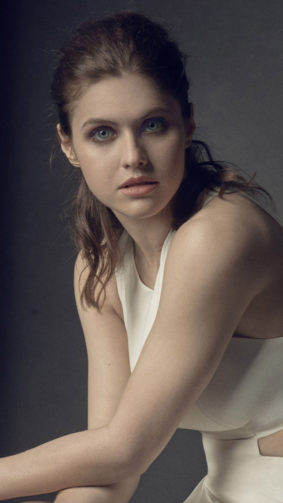 Alexandra Daddario Simple Portrait 4K Ultra HD Mobile Wallpaper