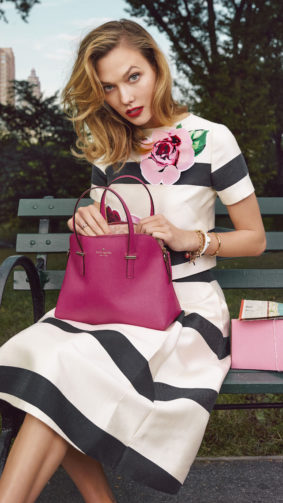 Karlie Kloss With Pink Handbag 4K Ultra HD Mobile Wallpaper