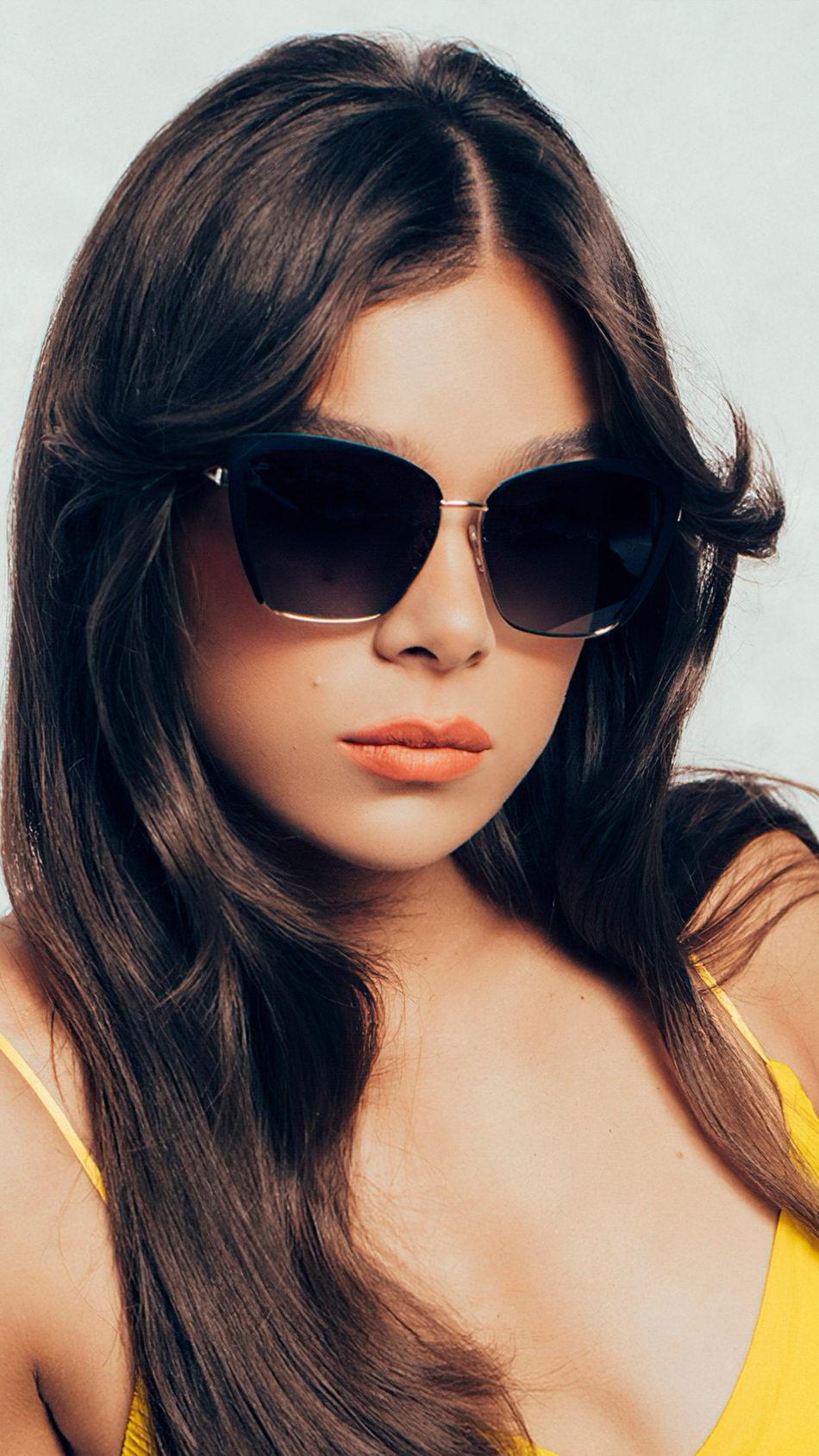 Hailee Steinfeld 2021 Wearing Sun Glass 4K Ultra HD Mobile Wallpaper
