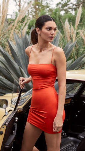 Kendall Jenner In Orange Dress Car 4K Ultra HD Mobile Wallpaper